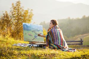 Mladá malířka v přírodě
